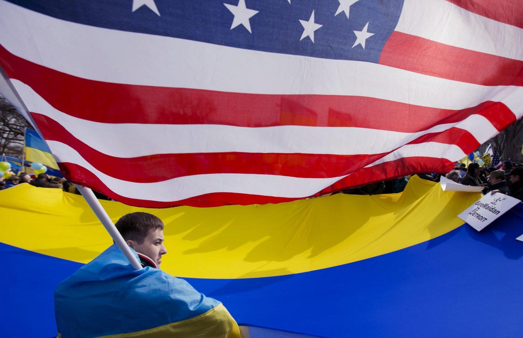 """США разорвали экономику Украины """"в клочья"""""""