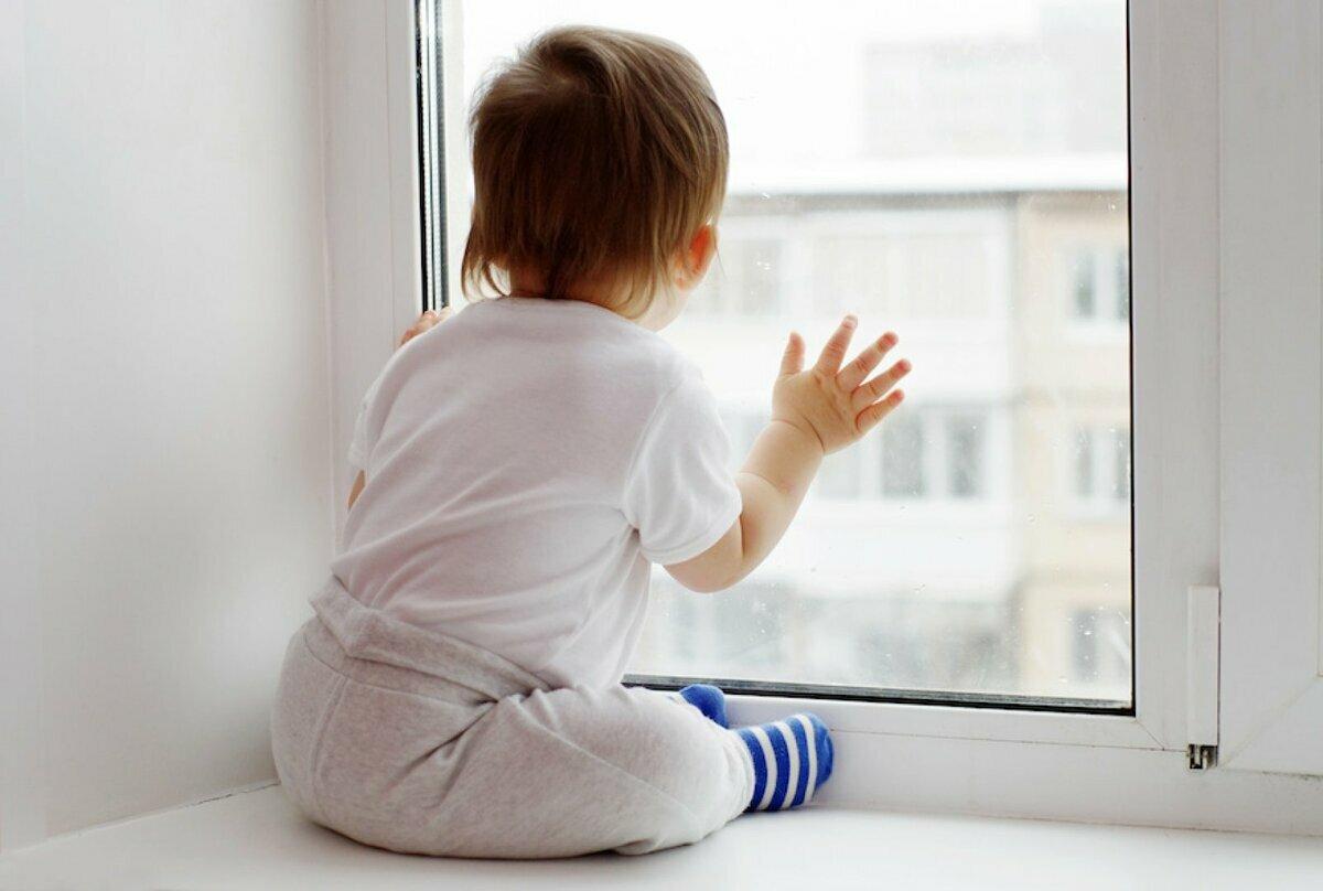 Прохожий в Уфе поймал выпавшего из окна младенца