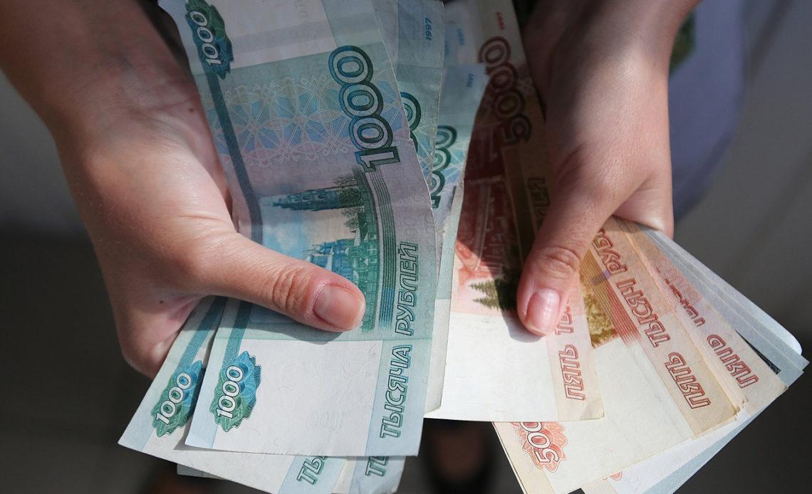 В октябре бюджетников ждёт повышение зарплаты: кому и на сколько
