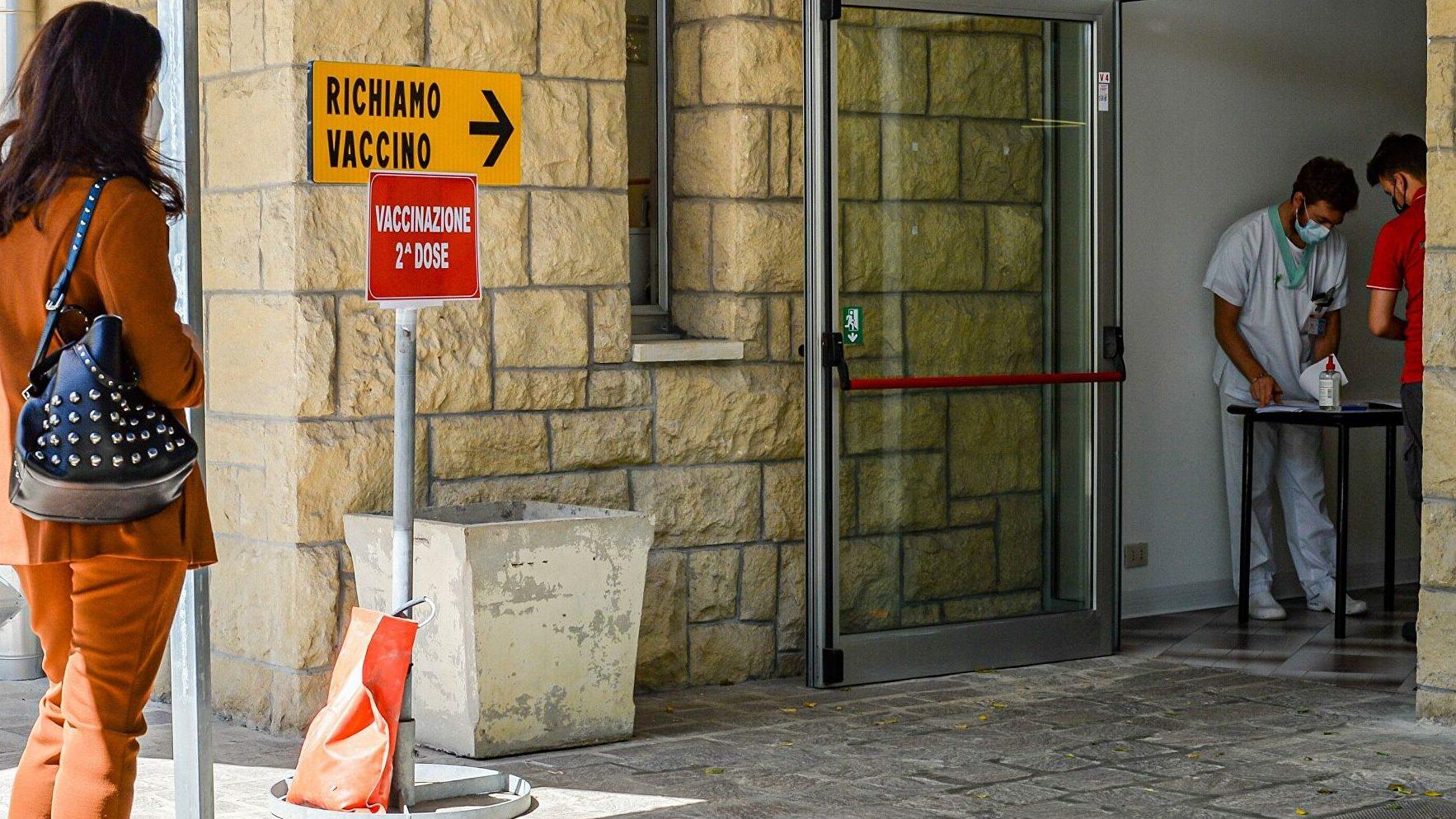Свыше тысячи туристов приехали в Сан-Марино за прививкой