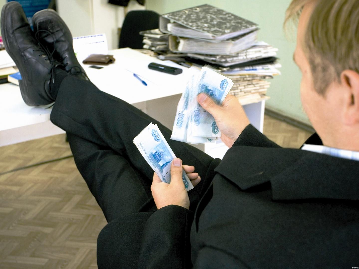Житель Нового Уренгоя подарил мошенникам более 1,5 млн. рублей