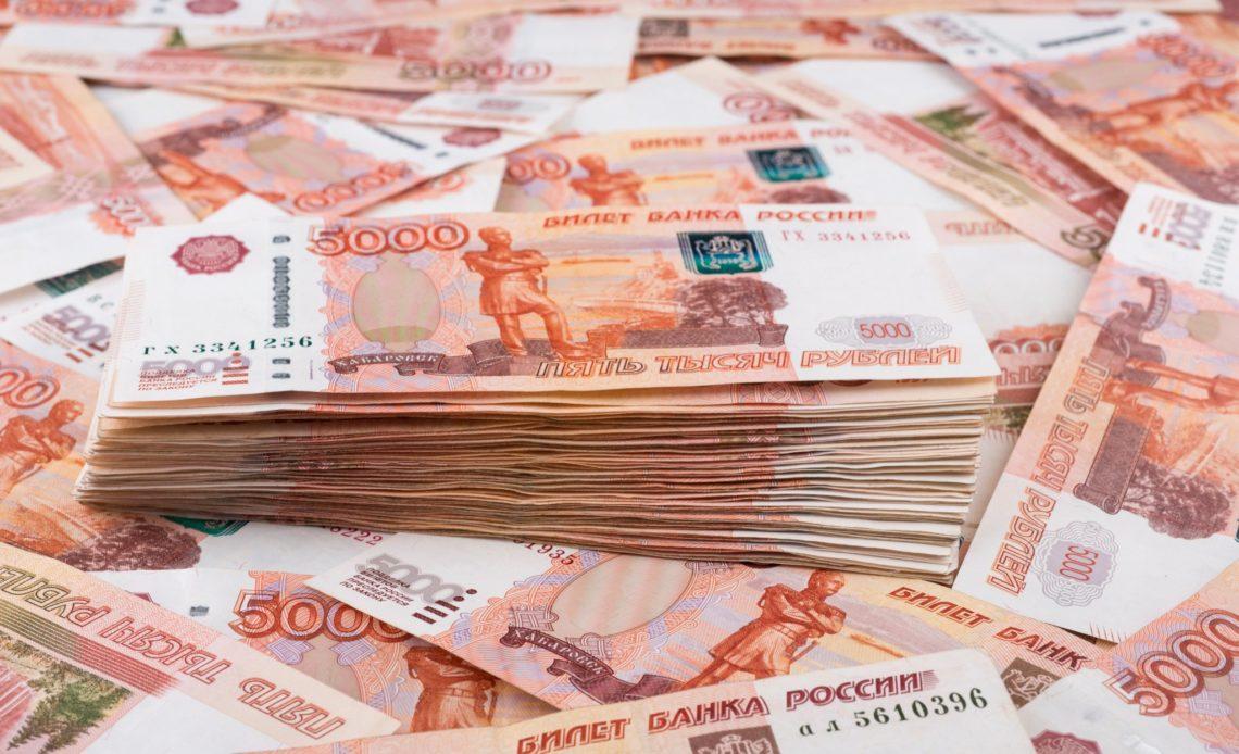 Почти половине россиян не хватает до зарплаты около 5 тысяч рублей