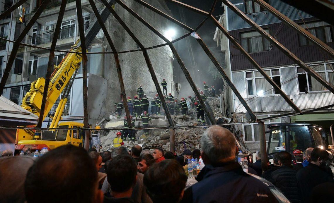 При обрушении дома в Грузии погибли люди. Объявлен день траура