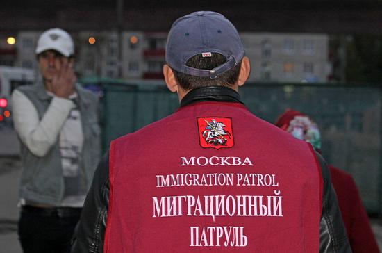 Незаконных мигрантов могут депортировать из России