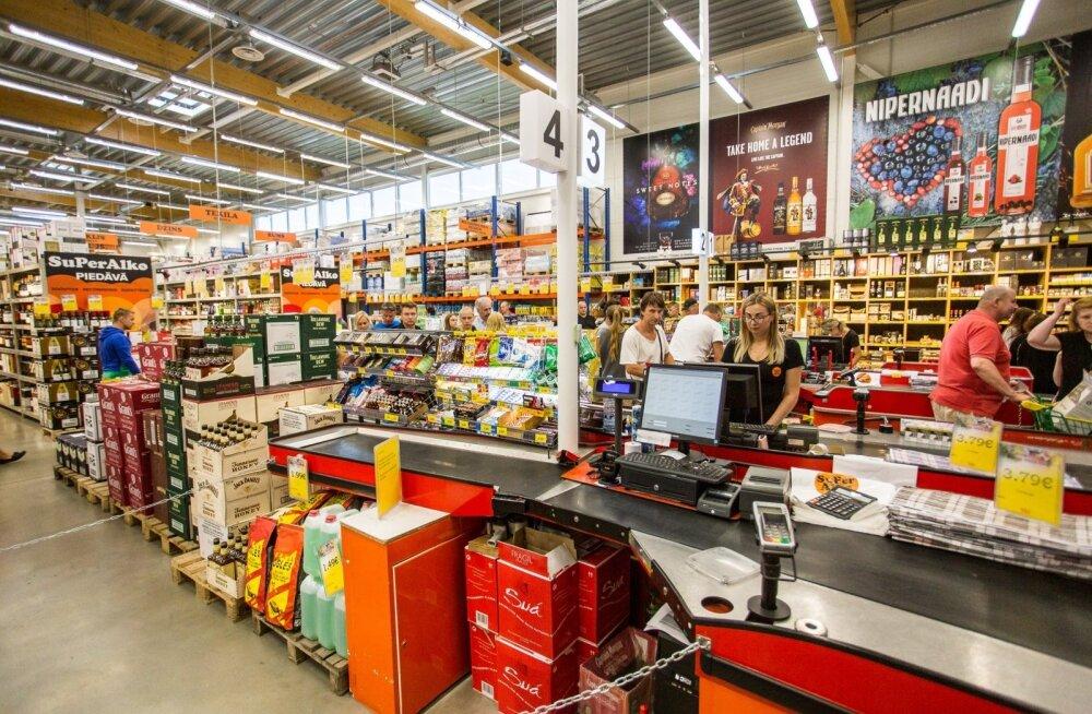 В Латвии лицам без прививки от ковида запретили посещать магазины