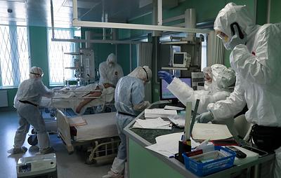 Число умерших из-за коронавируса в России возросло за сутки на 984. Это новый максимум